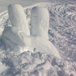 Snöskulpterad hand